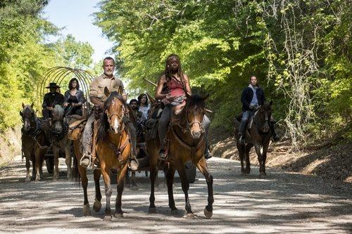 Rick y Michonne encabezan un trayecto de los supervivientes de 'The Walking Dead'