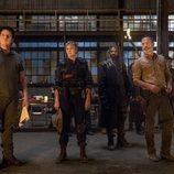 Varios protagonista de 'The Walking Dead' en el refugio que pertenecía a los Salvadores de Negan