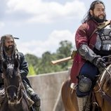 Ezekiel y Jerry montan a caballo en la novena temporada de 'The Walking Dead'