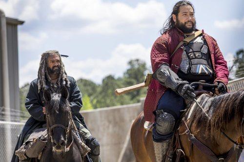 Ezekiel y Jerry montan a caballo en la novena temporada de 'The Walking Dead'