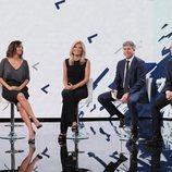 Santiago González, director general de 'Antena 3 Noticias', junto a los presentadores de la cadena