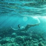 Alfonso Bassave se desnuda en una cala de Menorca