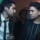 Jaime Lorente y Omar Ayuso en una fiesta de 'Élite'