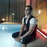 Miguel Herrán afectado en una piscina en 'Élite'
