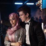 Mina El Hammani y Miguel Bernardeau en una fiesta de la serie 'Élite'