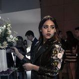 Danna Paola vestida para una elegante fiesta en 'Élite'