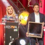 Toñi Prieto y Tinet Rubira recogen el premio a 'OT 2017' en el FesTVal 2018