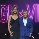 Jorge Javier Vázquez y Sandra Barneda posan en el plató de 'GH VIP 6'