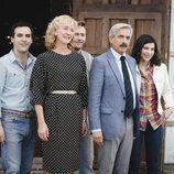 La familia Alcántara sonriendo en 'Cuéntame cómo pasó'