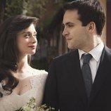 Carlos y Karina en su boda en 'Cuéntame cómo pasó'