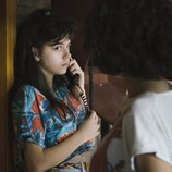 María Alcántara habla por teléfono en 'Cuéntame cómo pasó'