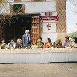 El reparto de Cuéntame reunido en torno a una gran mesa