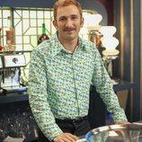 Miguel Ilarramendi en la barra de un bar de 'Amar es para siempre'