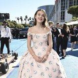 Millie Bobby Brown en la alfombra roja de los Emmy 2018