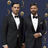 Ricky Martin y su eposo, Jwan Yosef, en la alfombra roja de los Emmy 2018