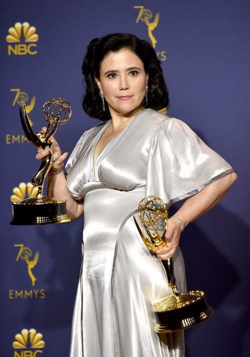 Alex Borstein con sus dos premios Emmy