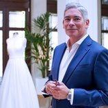 Boris Izaguirre posa como presentador de '¡Sí, quiero ese vestido!' en DKISS