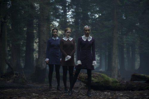 Adeline Rudolph, Tati Gabrielle y Abigail Cowen en 'Las escalofriantes aventuras de Sabrina'