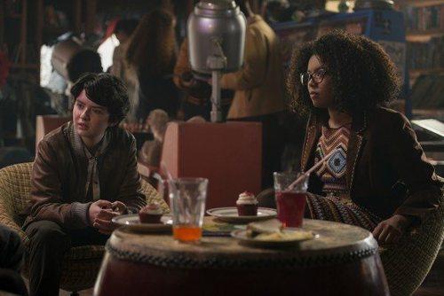 Jaz Sinclair y Lachlan Watson en 'Las escalofriantes aventuras de Sabrina'