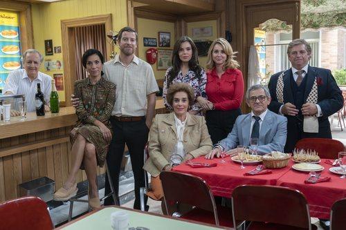 Algunos personajes de 'Amar es para siempre' posan en El Asturiano