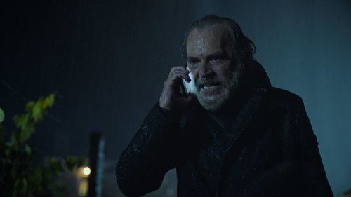 José Coronado en una escena de la serie 'Vivir sin permiso'