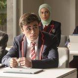 Samuel, Nadia y Christian en clase durante la primera temporada de 'Élite'