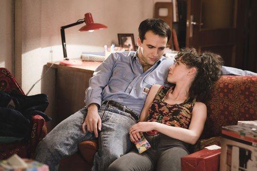 Carlos y Karina en el episodio 340 de 'Cuéntame cómo pasó'
