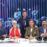 Roberto Leal posa con el jurado de la Gala 1 de 'OT 2018'