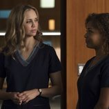 Antonia Thomas y Beau Garrett en la segunda temporada de 'The Good Doctor'