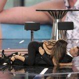Chabelita Pantoja y Jorge Javier Vázquez tirados en el suelo del plató de 'GH VIP 6' en la gala 3