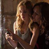 Lotti y Lily muy próximas en la segunda temporada de 'Snatch'