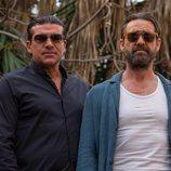Henry y Vic miran al frente con sus gafas de sol en 'Snatch'