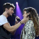 Carlos y Julia muy cercanos durante su interpretación de la Gala 2 de 'OT 2018'