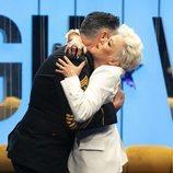 Ángel Garó abrazando a su hermana Olga en la Gala 4 de 'GH VIP 6'