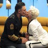 Ángel Garó besa en la boca a su hermana en la Gala 4 de 'GH VIP 6'