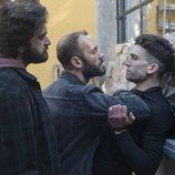 Unos matones arreglan cuentas con Nano en la primera temporada de 'Élite'