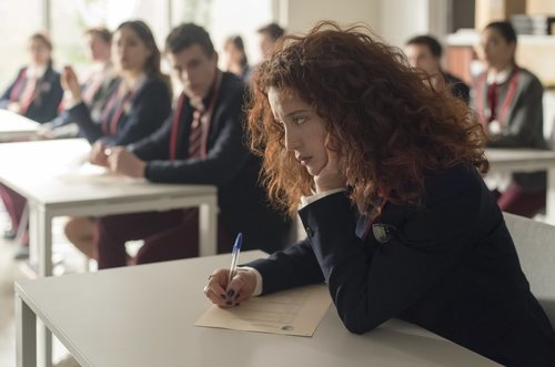 Marina, protagonista de 'Élite' en una escena de la primera temporada