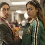 Nadia y Lucrecia frente a frente en una escena de la primera temporada de 'Élite'