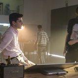 Álvaro Rico junto a Dani de la Orden en el rodaje de la primera temporada de 'Élite'