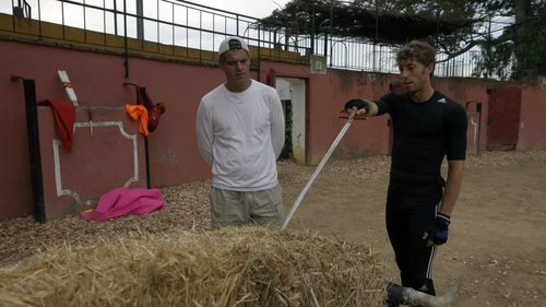 Un torero explica cómo matan a un toro a Frank Cuesta