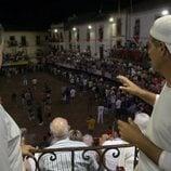 Frank Cuesta habla durante un festejo taurino