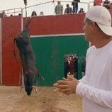 Un toro es recogido muerto delante de Frank Cuesta