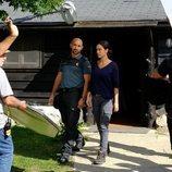 Alain Hernández y Megan Montaner durante el rodaje de 'La caza.Monteperdido'