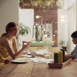 Marta HAzas desayuna con su hijo imaginario en 'Pequeñas coincidencias'