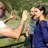 Megan Montarner y Alain Hernández junto al director en 'La caza. Monteperdido'
