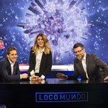 Pablo Ibarburu, Valeria Ros y Quequé posan en el plató de 'LocoMundo'