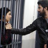 Ömer visita a Elif en prisión en 'Amor de contrabando'