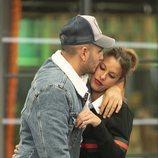 Omar Montes y Techi abrazados en la Gala 5 de 'GH VIP 6'