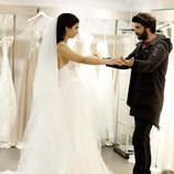 Elif y Ömer en la tienda de vestidos, en 'Amor de contrabando'