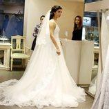 Elif en la tienda de vestidos en 'Amor de contrabando'